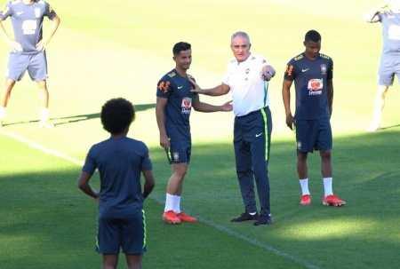 Tite conversa com o jogador Hélio Junior antes do treino começar. Copa América 2019 (Foto:  Divulgação CBF)