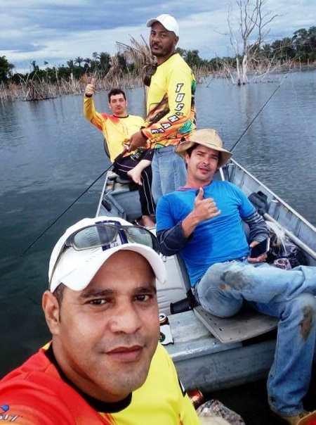 Futebol na Tv que nada, o negócio é pescar... (Foto: ARQUIVO PESSOAL DOS PESCADORES)