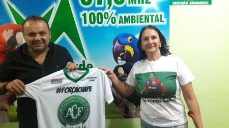 Dona Laídes no Plantão Esportivo Verde AmazÃ&cute;nia 87,9 FM. (Foto: AMAURI DE SOUZA)