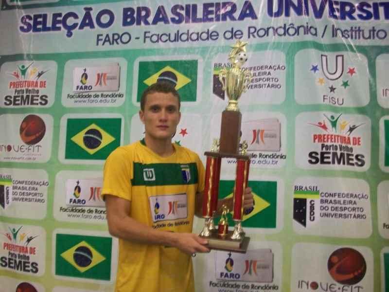 Glauber jogador da seleção de Futsal dos jogos escolares (Foto: Facebook)